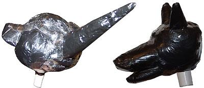 Сформированные с помощью скотча и полиэтиленовых пакетов головы Шишиги и Волка