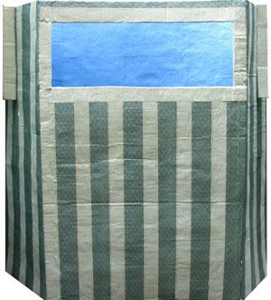 Самодельная напольная картонная ширма для домашнего кукольного театра