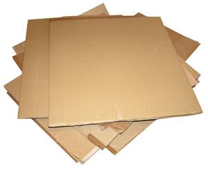 Стопка картонных коробок как заготовка для ширмы