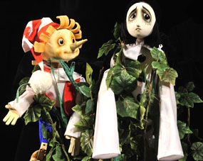 Буратино и Пьеро, эпизод из спектакля Курского государственного театра кукол ''Приключения Буратино''
