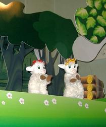 Спектакль: Волк и козлята. Сцена из спектакля