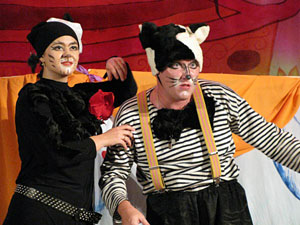 Сцена из спектакля «Кот наоборот». Премьера спектакля по пьесе Олеси Емельяновой