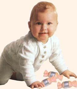 Мастерская Олеси Емельяновой. Оригинальные игры для малышей. Малыш с конфетками-погремушками.